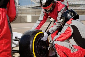 VP 6138402, Pit Stop changing tire. Kollektion: Luxy Images